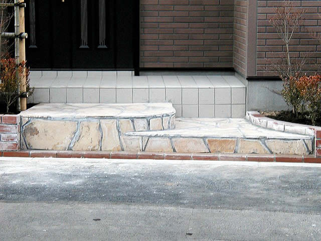 東京都・K邸庭園造成工事の玄関部分写真