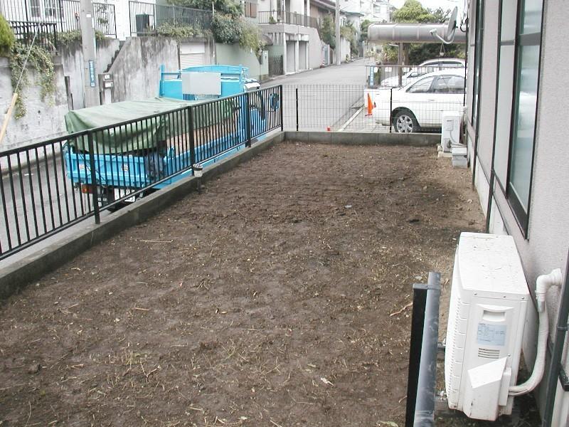 植栽管理(草刈・蔓草撤去)の施工後写真01
