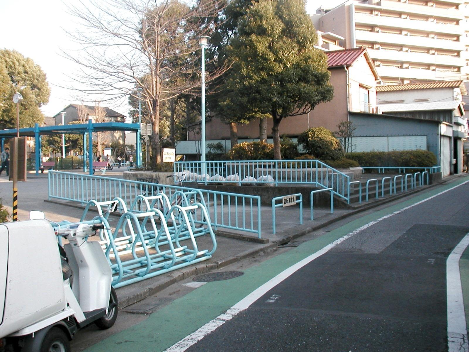 篠原公園改良(バリアフリー化)工事の施工前写真